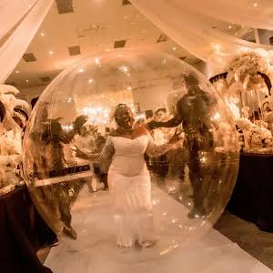 Nigerian bride arrives her wedding anniversary in a giant inflatable balloon (photos)